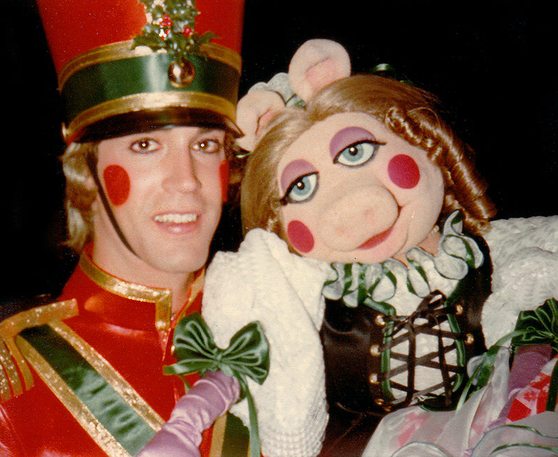 Behind the scenes with Miss Piggy on the set of John Denver and The Muppets Christmas Special