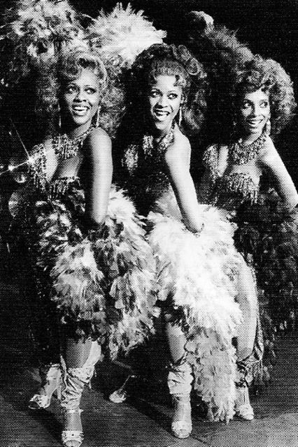 Hayes with her co-stars on the US Tour of Dreamgirls