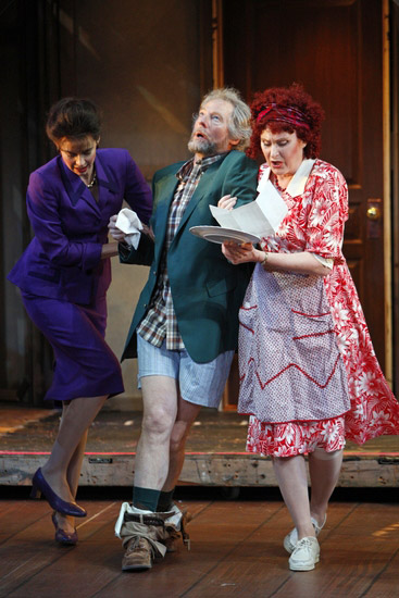 Landfield with co-stars Nancy Bell and Kandis Chappell in Noises Off